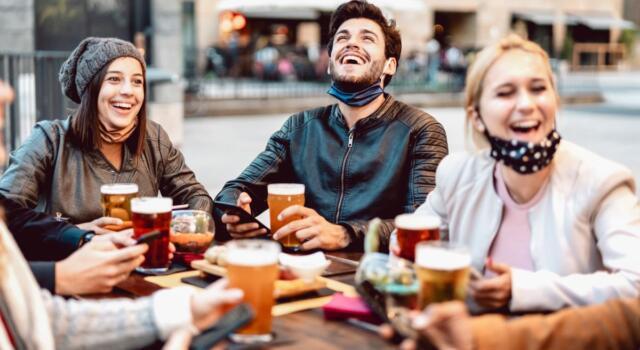 Weekend fuori e alberghi: cosa si può fare in zona gialla? Tutte le regole, tra libertà e divieti