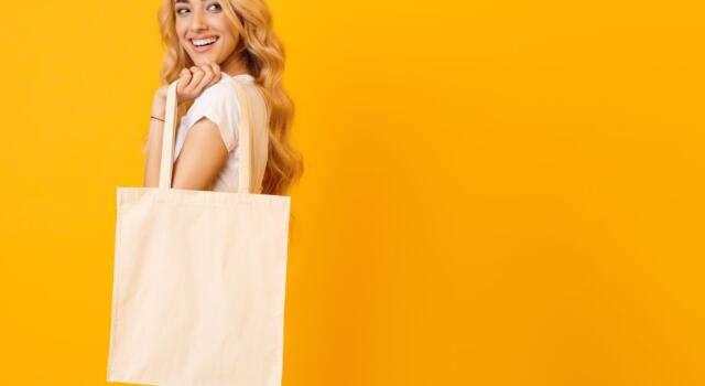 H&M contro l'usa e getta: riduce i packaging e sostiene il WWF