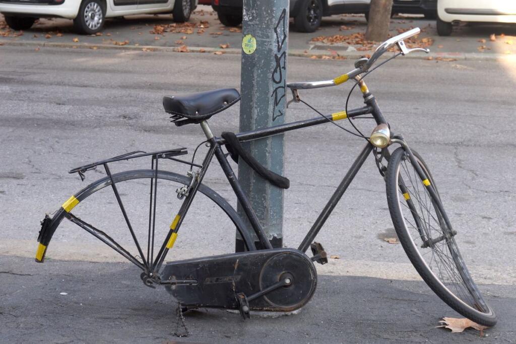 bicicletta vandalizzata