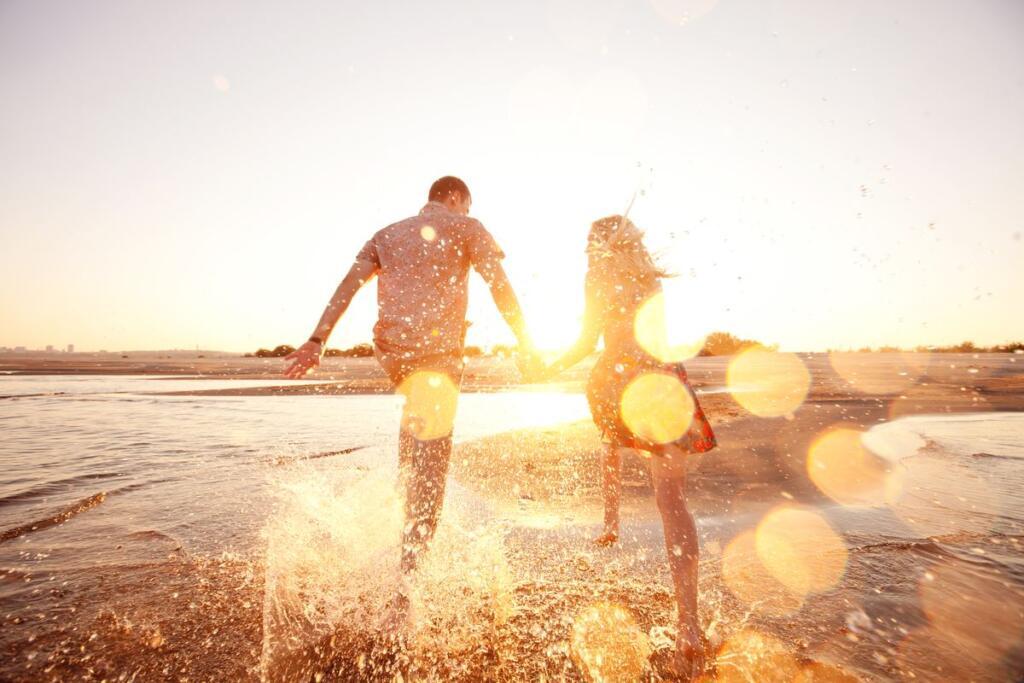 Una coppia felice al mare