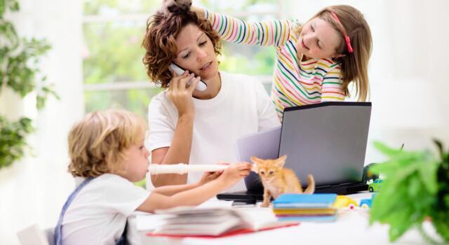 Bonus baby sitter anche per chi è in smart working: le novità e i requisiti per richiederlo