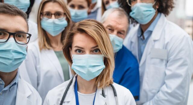 Medici e infermieri italiani candidati al Nobel per la Pace 2021