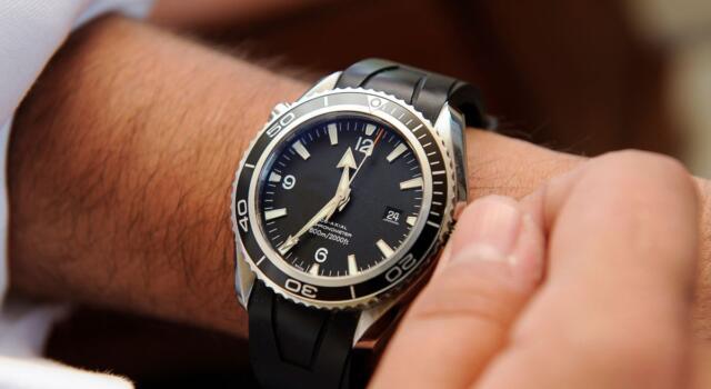 Perché tutti indossano a sinistra l'orologio da polso?