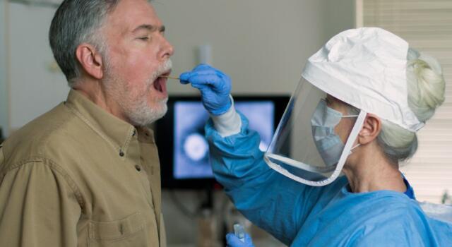 Bill Gates finanzia un nuovo test rapido salivare per il Coronavirus