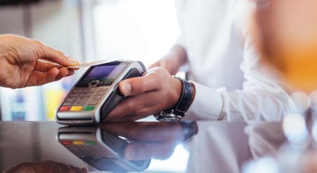 Furbetti del cashback, la novità in arrivo: un SMS smaschera i micro-pagamenti