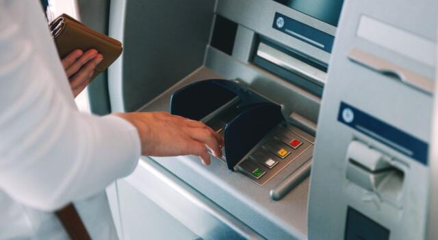 Rivoluzione bancomat: come cambiano le regole per i prelievi?