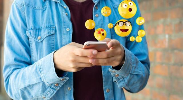 Usi gli emoji nei tuoi messaggi? Ecco cosa dicono le faccine su di te