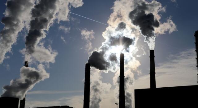 Stop ai sussidi alle fonti fossili: il Parlamento europeo mette il freno agli aiuti di stato