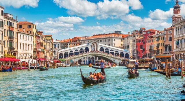 Venezia, Ponte di Rialto: terminato il restauro da 5 milioni finanziato da Renzo Rosso