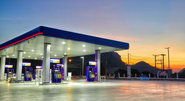 Q8, inaugurato il primo distributore ecosostenibile: ricarica fino a 300kW
