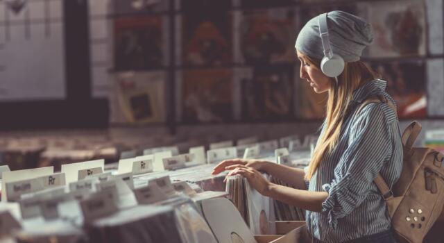 Boom di vendite per vinili e premium streaming: il mercato musicale italiano in forte crescita