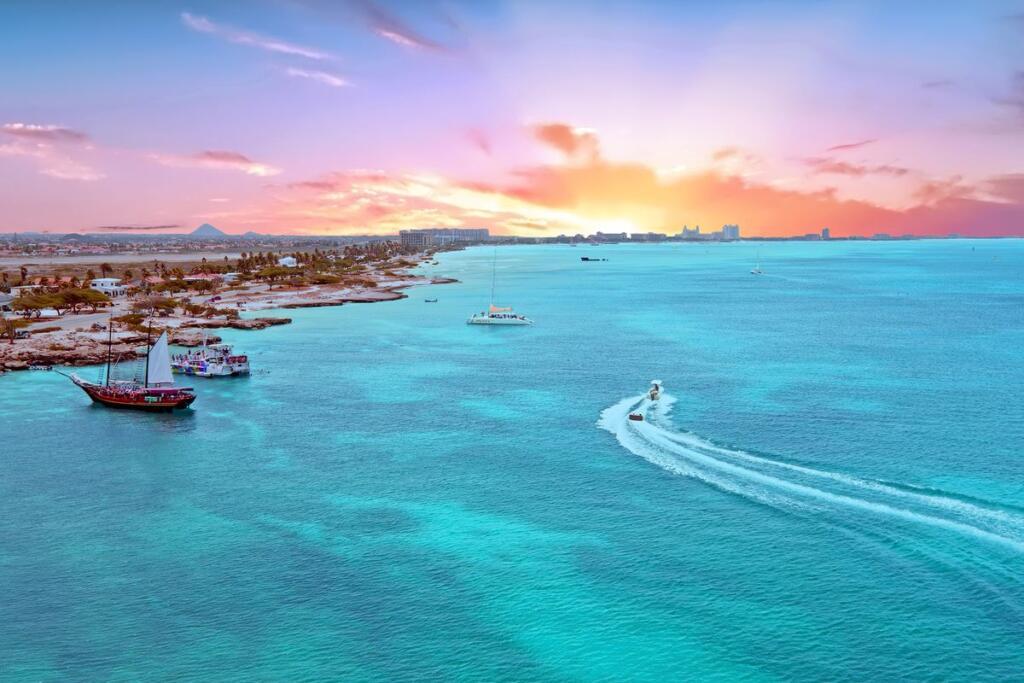 L'isola di Aruba nel Mar dei Caraibi al tramonto