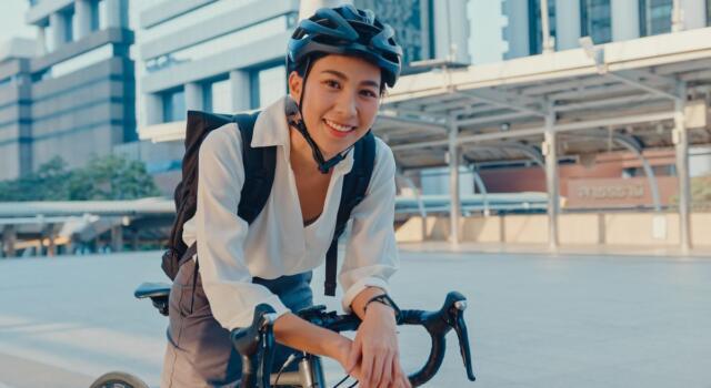 Universo E-bike, in arrivo la prima bici al mondo che impedisce di cadere: come funziona