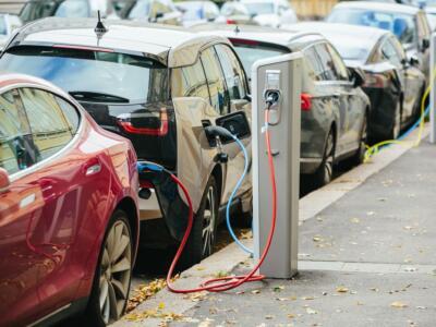Auto elettriche, gli italiani verso la mobilità ecosostenibile
